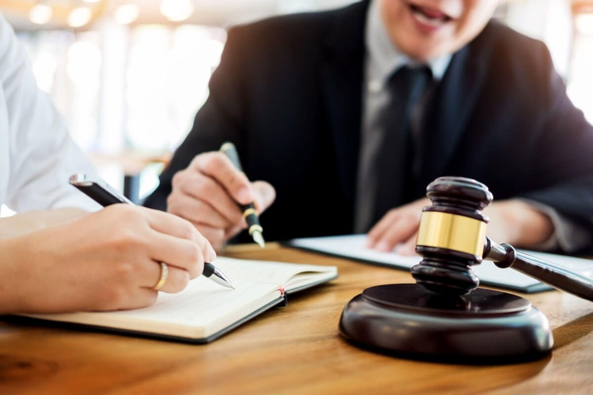 وکیل مرد در کرج